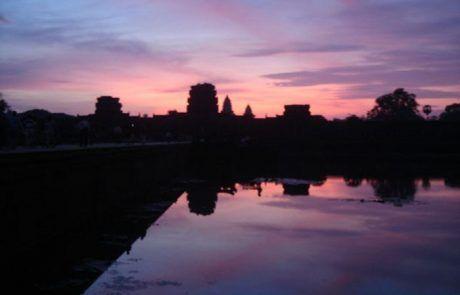 Espectacular amanecer en Angkor Wat