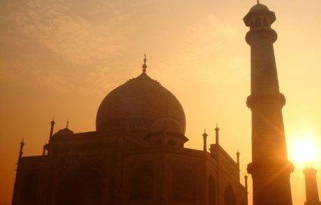Amanecer en el Taj Mahal en Agra