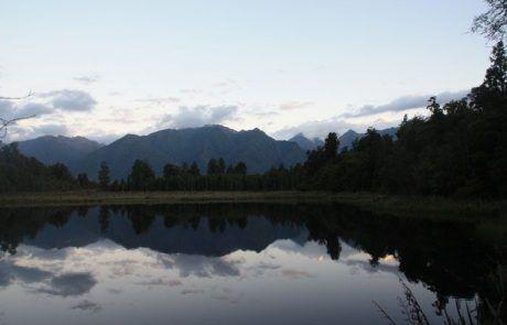 Amanecer en el lago Matheson, Nueva Zelanda
