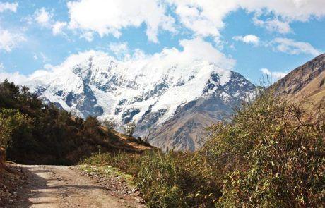 Bonito camino durante el trekking Salkantay