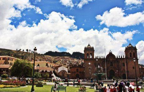 La Catedral en la plaza de armas de Cuzco