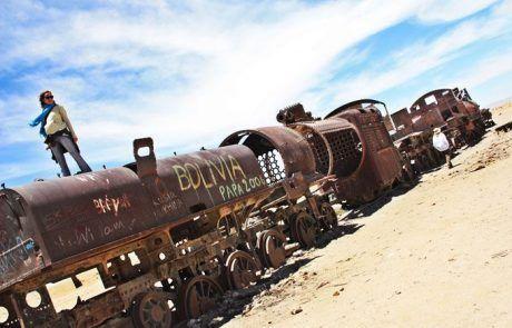 Espectacular cementerio de trenes de camino al Salar de Uyuni