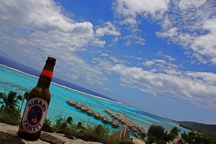 Cerveza con vistas a la laguna de Moorea