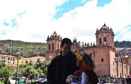 Charla en la plaza de armas de Cuzco