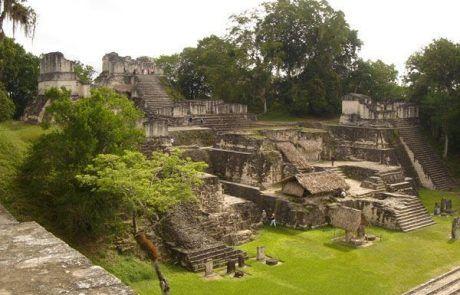 Panorámica de la ciudad maya de Tikal