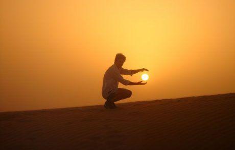 Cogiendo el sol al atardecer en el desierto de Jaisalmer