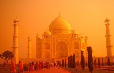 Espectaculares colores al amanecer en el Taj Mahal