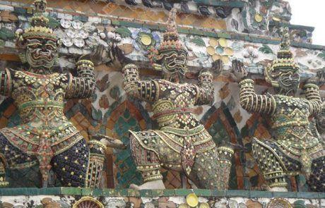 Figuras en el gran palacio real de Bangkok