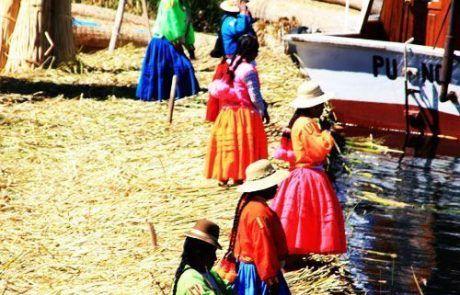 Islas de Uros en el lago titicaca en Perú