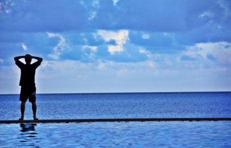 Mirando al horizonte desde la esplanade, Cairns