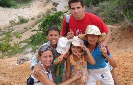 Jugando con niños en las Red Sand Dunes