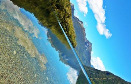 Reflejos del lago Gun, Nueva Zelanda