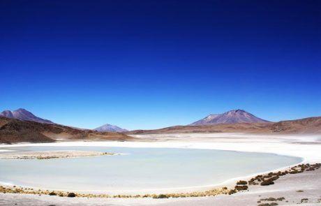 Panorámica de la laguna Chiarkota en el Salar de Uyuni