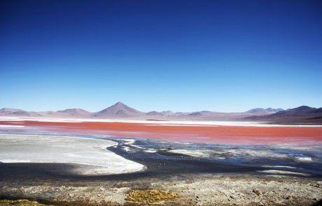 Panorámica de la laguna Colorada en el Salar de Uyuni