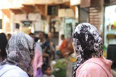 Mujeres charlando en la medina de Fez, Marruecos