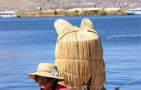 Navegando en el lago Titicaca en Perú