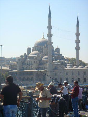 Pescadores en Estambul, Turquía