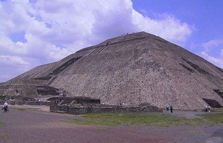 Pirámide del sol en las ruinas aztecas de Teotihuacán