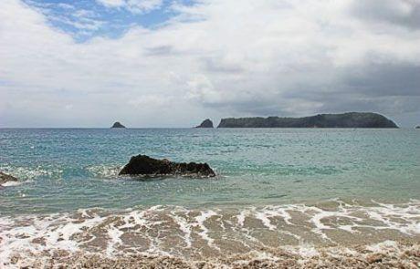 Bonita playa de Ha Hei en Península de Coromandel, Nueva Zelanda