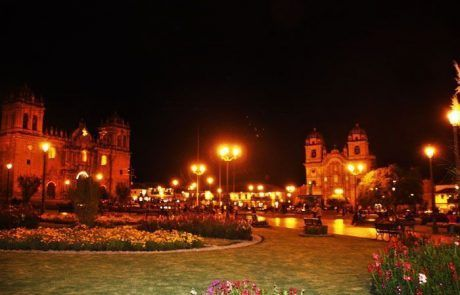Plaza de armas de Cuzco al anochecer