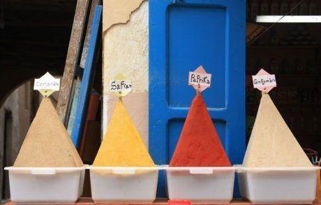 Puesto de especias típico de Marruecos