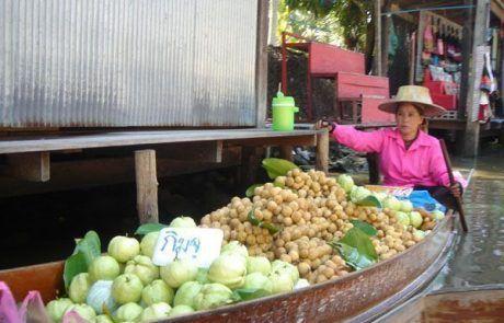Puesto de verduras en el Floating Market de Bangkok