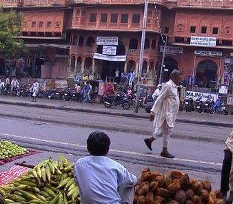 Puestos de fruta callejeros en Jaipur