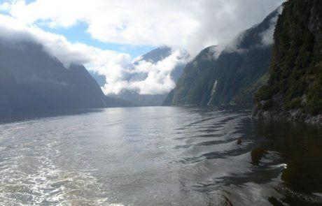 Recorrer los fiordos de Milford Sound en ferry, Nueva Zelanda