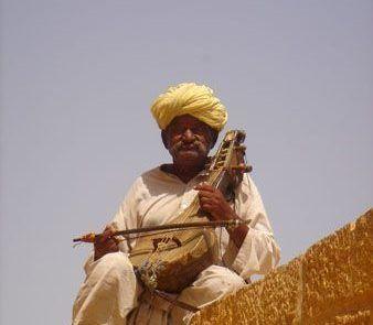 Retrato de un músico indio en el fuerte de Jaisalmer
