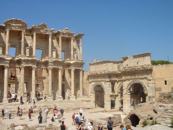Ruinas de la biblioteca romana de Éfeso, Turquía