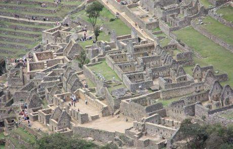 Ruinas de la ciudad inca de Machu Picchu en Perú