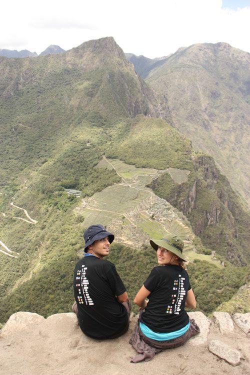 Sentados en el Wayna Picchu con el Machu Picchu a nuestros pies