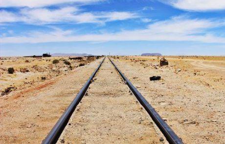 Vías de tren en el Salar de Uyuni