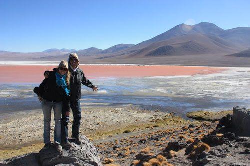 Visitando la laguna colorada en el Salar de Uyuni
