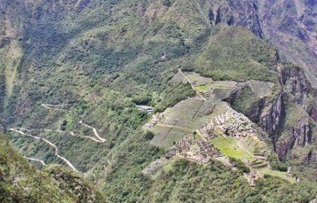 Bonita vista aérea de Machu Picchu