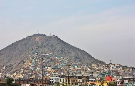 Vista del cerro de la ciudad de Lima