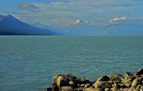 Vista del monte Cook desde el lago Pukaki en Nueva Zelanda