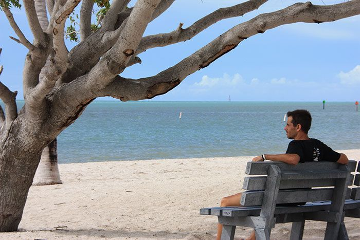 Banco en Sombrero Beach