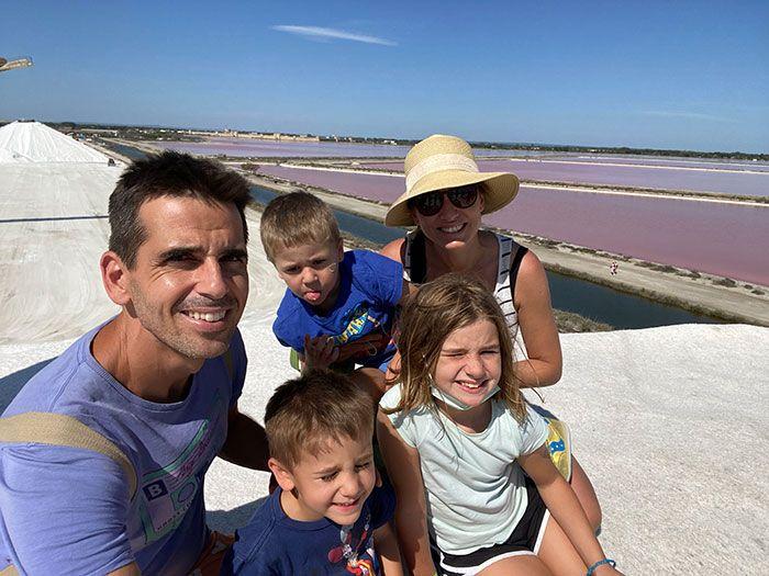 Montaña de sal en las salinas de Aigues-Mortes